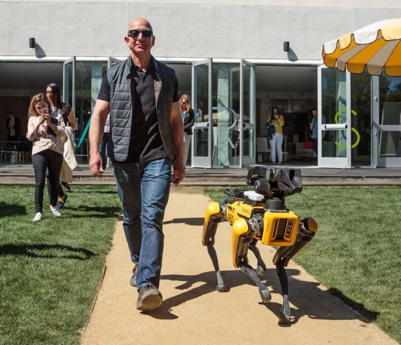 big_jeff_bezos_boston_dynamics_spot.jpg.67f85d79babef59ae9be33e5269c4b16.jpg